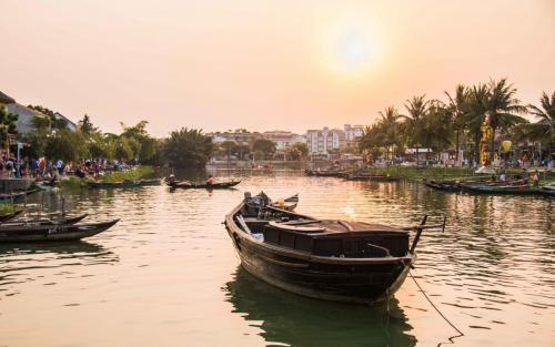17 Hoi an by K Miels2nd Place Judges Vote1st Place Popular Vote